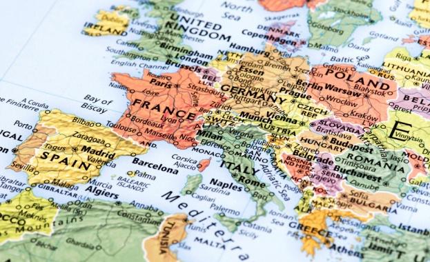 ЕК: Над 300 000 граждани на ЕС очакват възможност да се върнат у дома