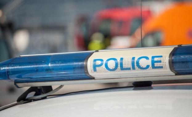 Блъснаха патрулка докато полицаи пишели акт във Врачанско