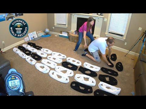 Рекорд на Гинес: Мъж облече 35 тениски за 60 секунди