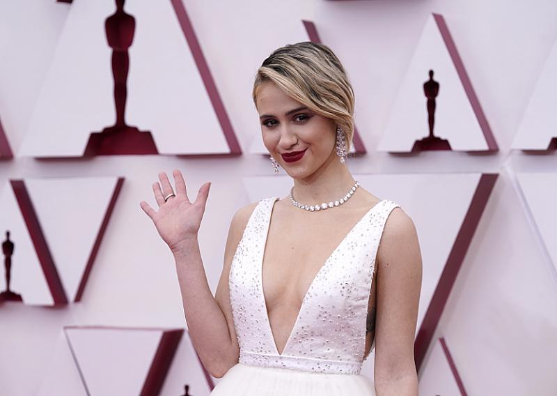Мария Бакалова не взе Оскар, но впечатли с рокля на Луи Вюитон